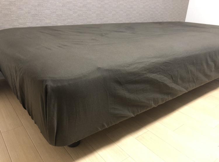 ミニマリストの寝具。ベッド派でも空間を節約する方法を考えた