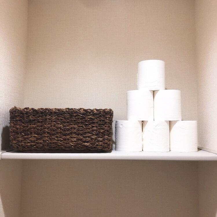 ミニマリストのトイレ。収納がなくてもおしゃれに生活感を消す