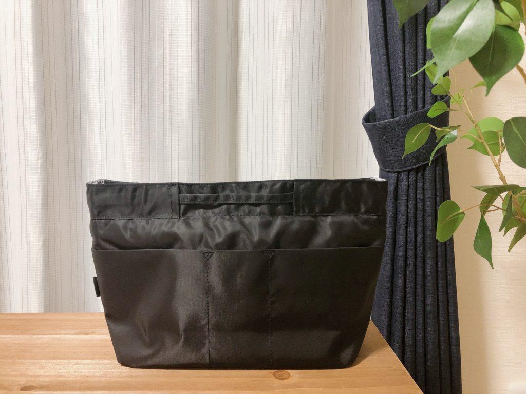 ミニマリストのポーチの中身。出し入れ簡単なバッグインバッグの活用