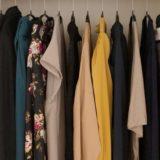 【ミニマリストの服の選び方】お気に入りだけのワードローブを作る方法